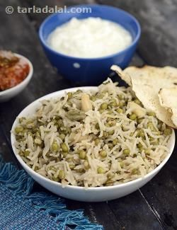 The mughals were known to name certain dishes after themselves to signify where they were invented. A brilliant khichdi made from rice and moong, this preparation is flavoured with whole garam masalas. Freshly grated coconut and cashewnuts are used to add volume and flavoring to the khichdi. Enjoy it with fresh curds, papad and pickle.