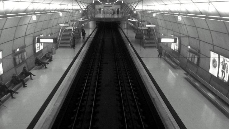 #Metro #Bilbao #ByN #Vias #Parada