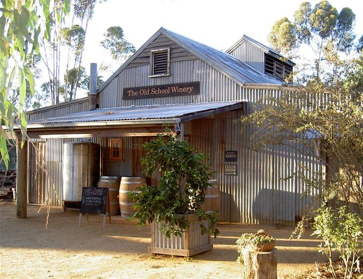 THE OLD SCHOOL WINERY at Womboota (31 km from Echuca-Moama), have not been here for many years, must visit again. www.FarmhouseDirect.com.au Australia's new online farmers market