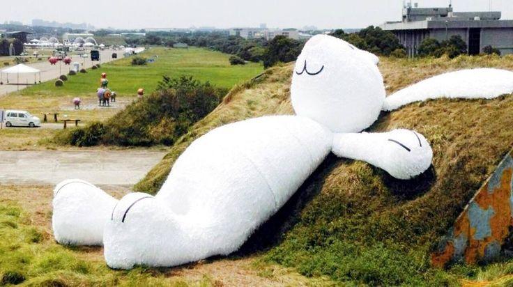 Il coniglio gigante addormentato (in mostra a Taiwan) - Corriere.it