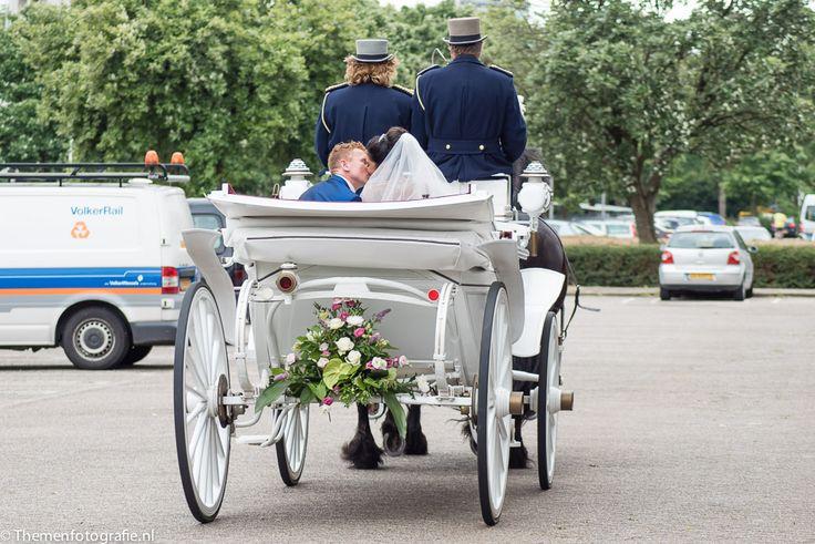 bruid & bruidegom in koets