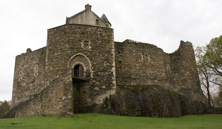 Dunstaffnage castle 1275. MacDougalls. Captured by Robert the Bruce in 1309