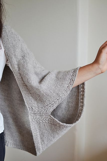 French knitter and designer Melody Hoffman has a new pattern in The Fibre Co. Cumbria, Kimono. A cozy, slouchy shrug-like cardigan, with some stitch details to add visual and knitting interest, this garment looks fun to knit and wear.