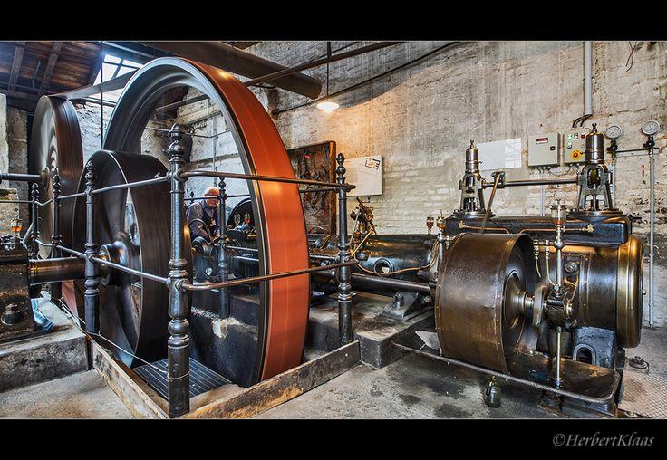 alte Dampfmaschine II von Herbert W. Klaas