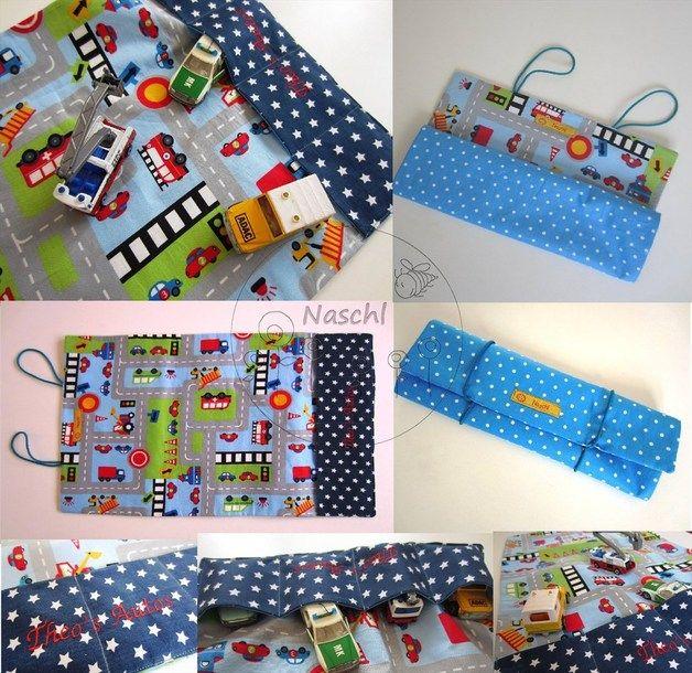 Tasche OHNE Inhalt.  Diese tollen Spielzeugtaschen für unterwegs lassen sich einfach einrollen und man hat die liebsten Autos, Tiere oder Figuren für den kleinen Zwerg immer mit dabei.  Die...
