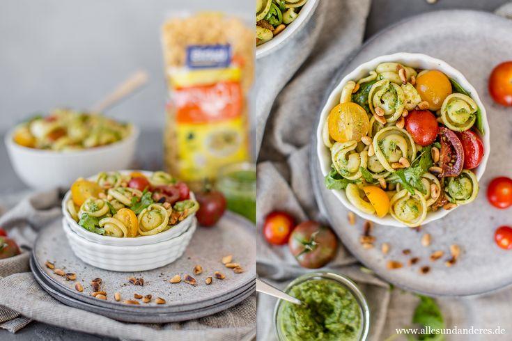 Einfacher Nudelsalat mit selbstgemachtem Rucola-Pesto