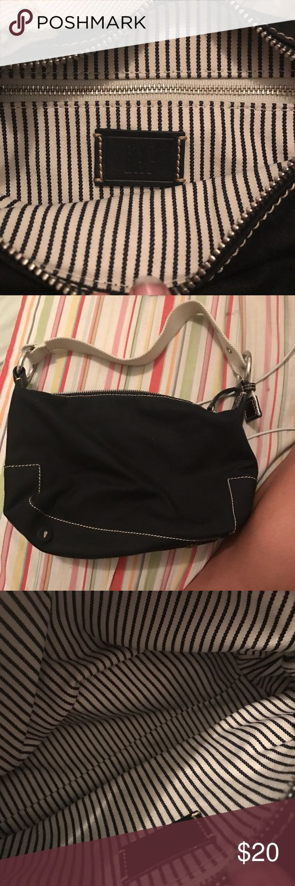 Black gap purse Amazing condition GAP Bags