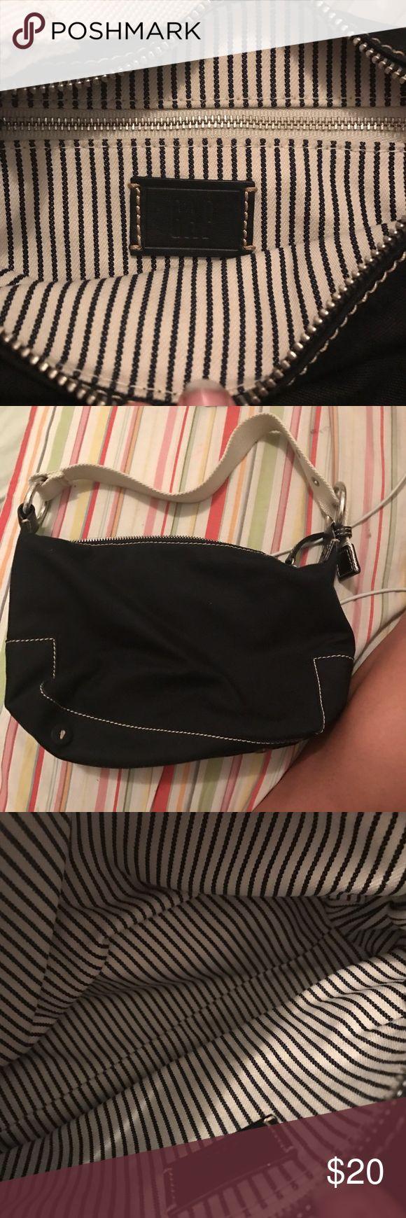 Black gap purse Amazing condition GAP Bags