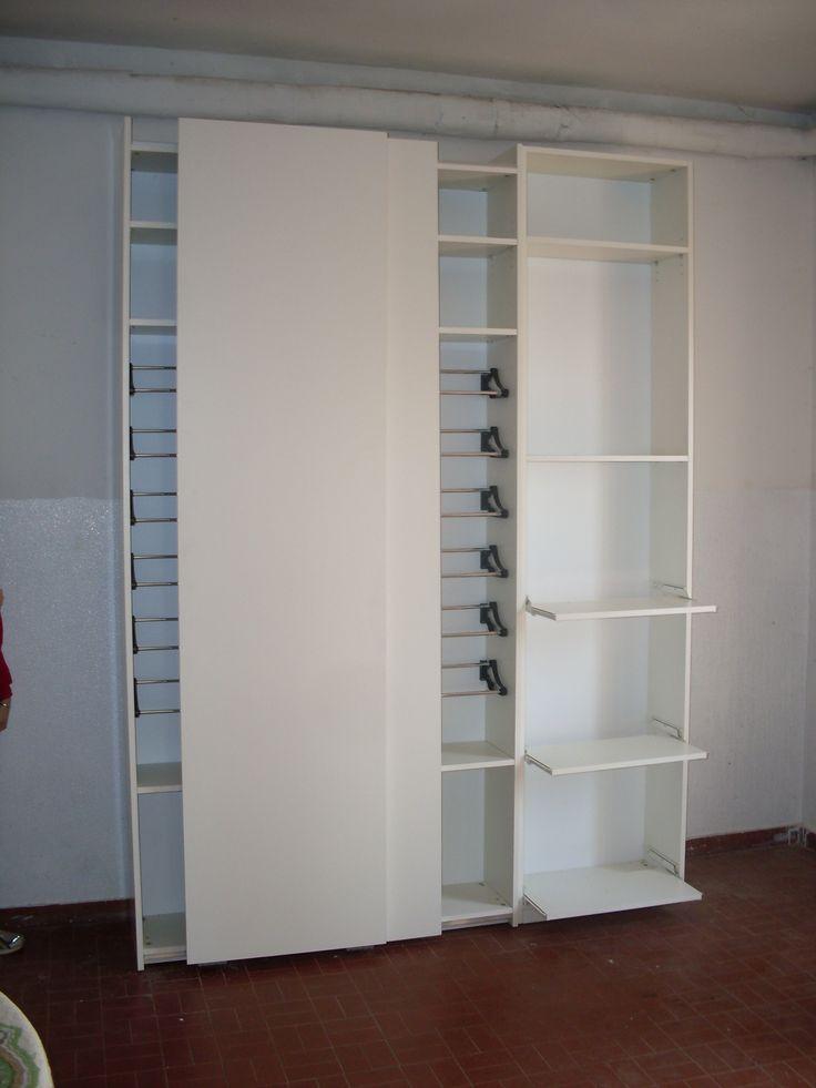 Scarpiera con ante scorrevoli barre porta scarpe e mensole retraibili forniture by alberto - Scarpiera specchio ikea ...