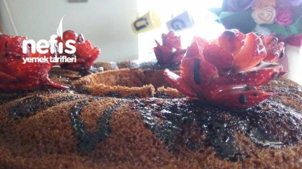 Çilekli Kalıpta Kek