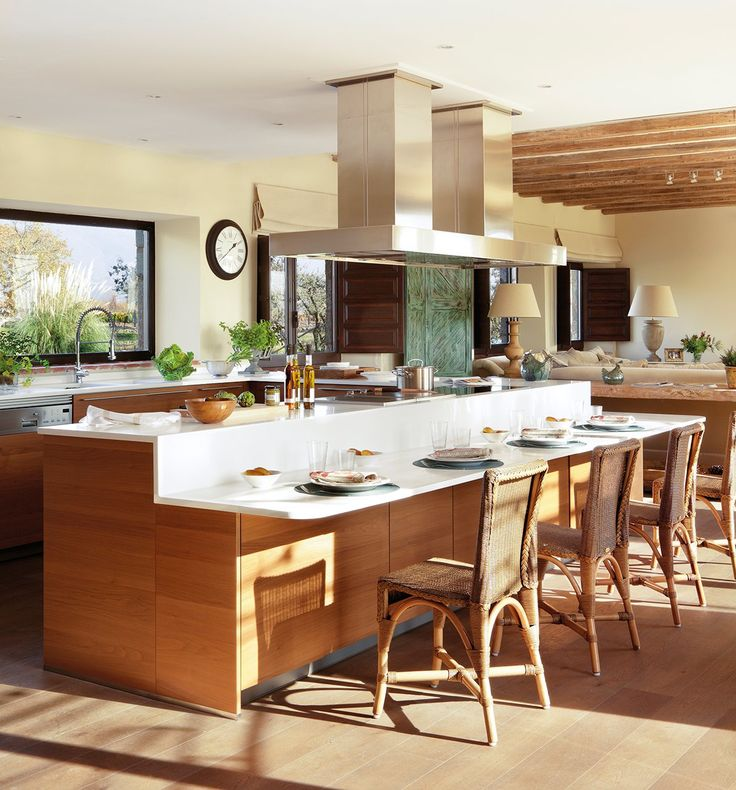 Cocina abierta  No solo se abre al interior, también lo hace al exterior. Para ello, se agrandaron las ventanas y se recuperó el acceso al j...
