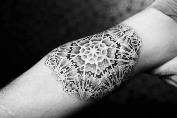 25 einzigartige tattoo armbeuge ideen auf pinterest dezentes tattoo tattoo fehler und kupfer. Black Bedroom Furniture Sets. Home Design Ideas