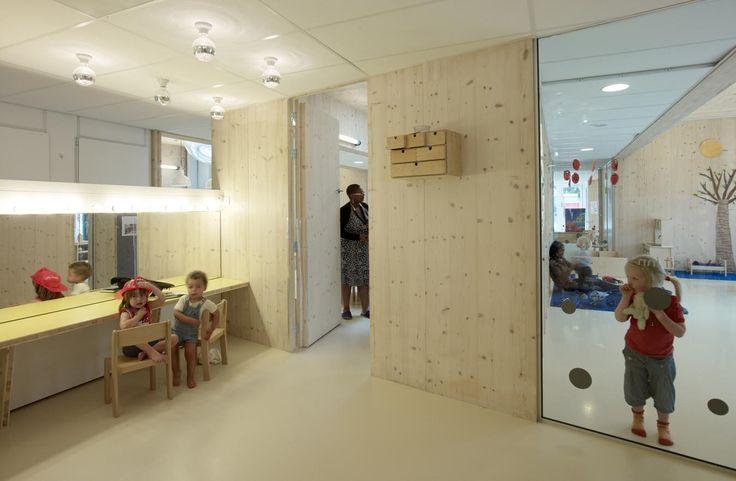 http://2.bp.blogspot.com/-BltLFOVGPwA/UQgZwLhgA4I/AAAAAAAAUno/qExWAUU0aYE/s1600/NEXT+Architects+.+Claudia+Linders+.+Hestia+Day-Care+Centre+.+Rivierenbuurt+(12).jpg