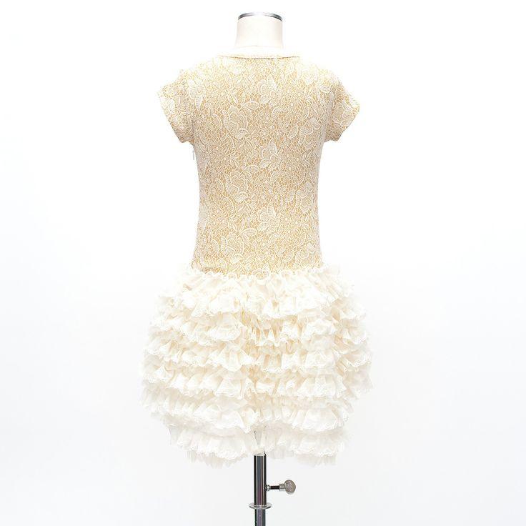Blonde kjole med skørt af tyl flæser