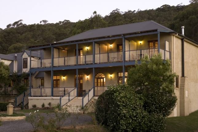 Wombatalla guest house  Near Kangaroo Valley  $3500 = $194 per family per night  Only available 3-9 Jan. Room configuration seems a bit weird.