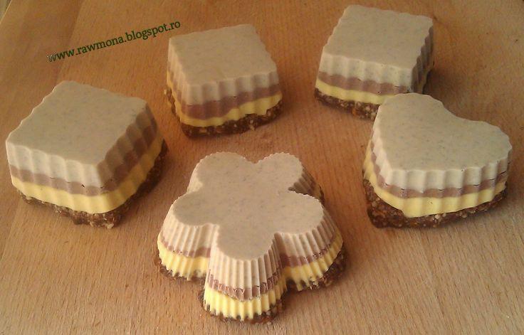 prăjituri raw cu vanilie, ciocolată şi mentă