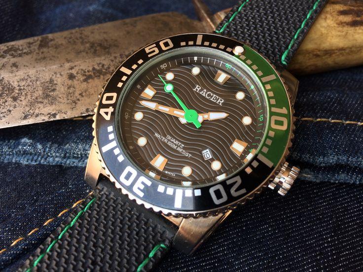RACER Diver 100 metros. Modesto calibre Japonés Miyota 2115. Reloj de bajo costo pero de noble comportamiento incluso bajo el agua.