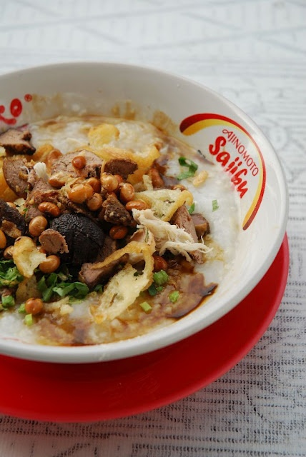 Bubur Ayam   (Indonesian Chicken Porridge)    http://blog.epicurina.com/2009/12/food-note-bubur-ayam-indonesian-chicken.html