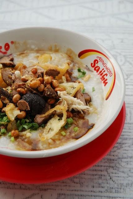 Bubur Ayam   (Indonesian Chicken Porridge)    http://blog.epicurina.com/2009/12/food-note-bubur-ayam-indonesian-chicken.html