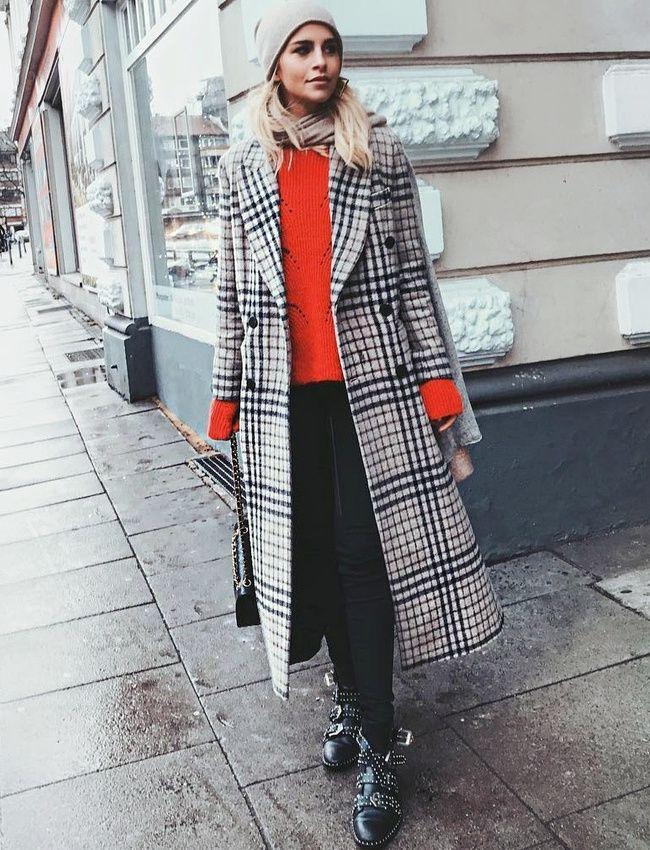 Le pull rouge sied bien aux looks dans l'air du temps ! (photo Caroline Daur)