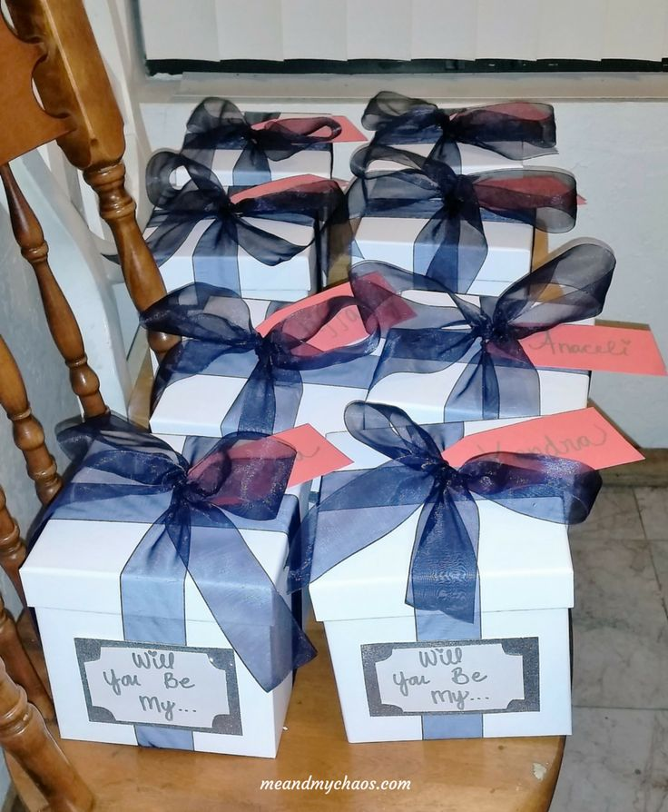 These beautiful gift boxes are a perfect and cute way to ask your bridesmaids and Maid(s) of Honor to be part of your special day!