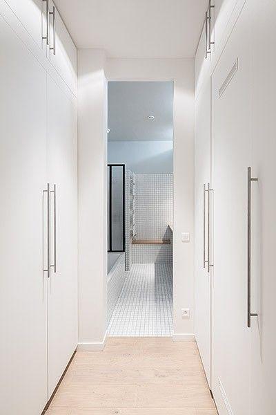 Sleek bathroom in a 900-square-foot Parisian loft