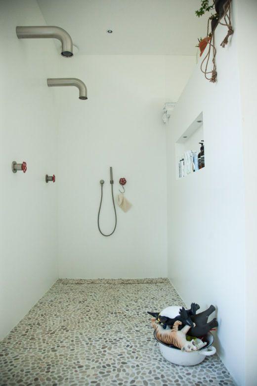 Deze voor kleine badkamer, met verlaagd muurtje naar slaapkamer. Andere kranen + douchekop. Fontein.