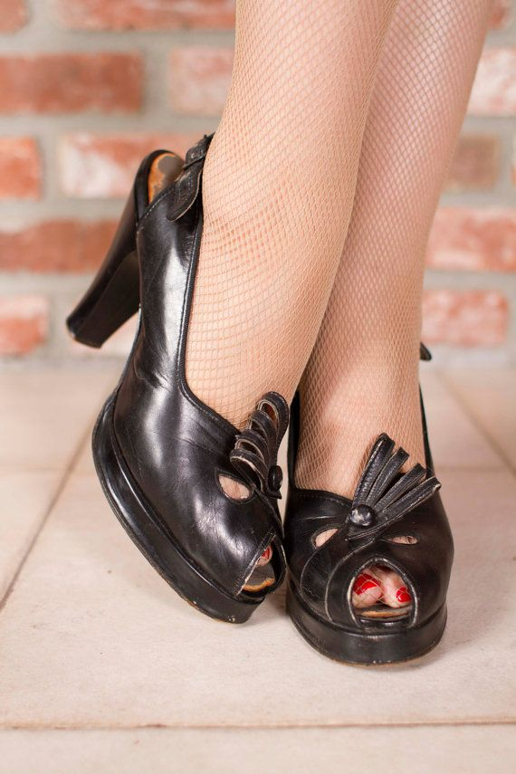 Vintage 1940s Shoes Killer Black Leather Peeptoe by FabGabs