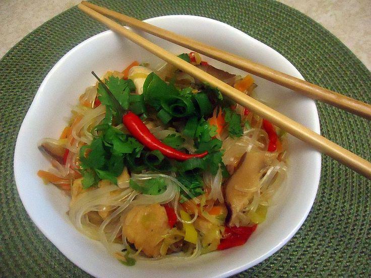 Skleněné nudle s kuřecím masem a zeleninou - Asijská kuchyně