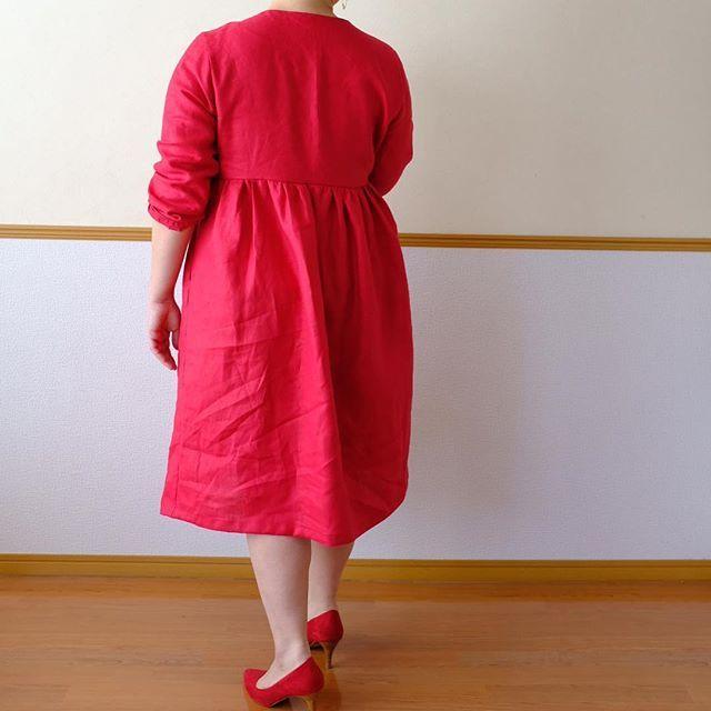 1b5d41a2faa9e woman in red  佐藤かな  カシュクールワンピース