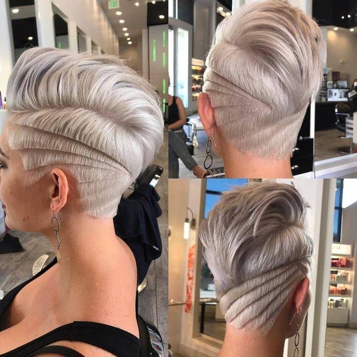 Irokesenschnitt Mit Ubergang Fur Frauen Platinblond Hellgrau Muster Rasiert Hairstyles Haarschnitt Kurz Kurzhaarschnitt Pixie Frisur