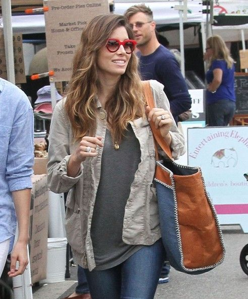 Jessica Biel Shopping At The Farmers Market
