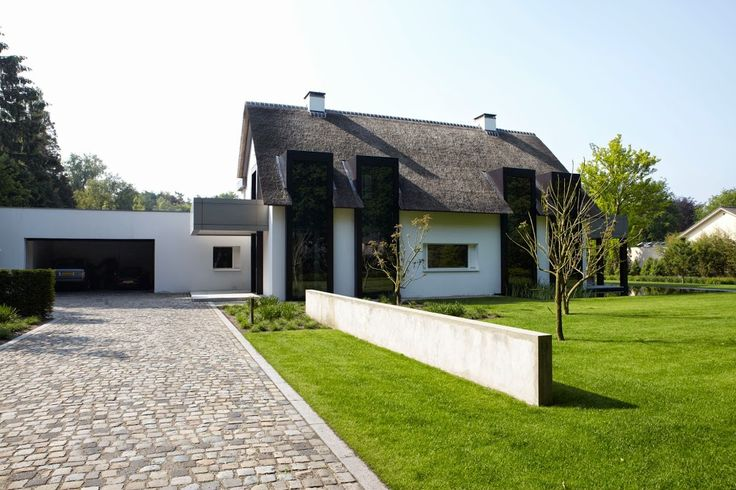 Villa in Oisterwijk by Dutch architect Bob Manders. I like the way he transforms the traditional house into a contemporary villa.