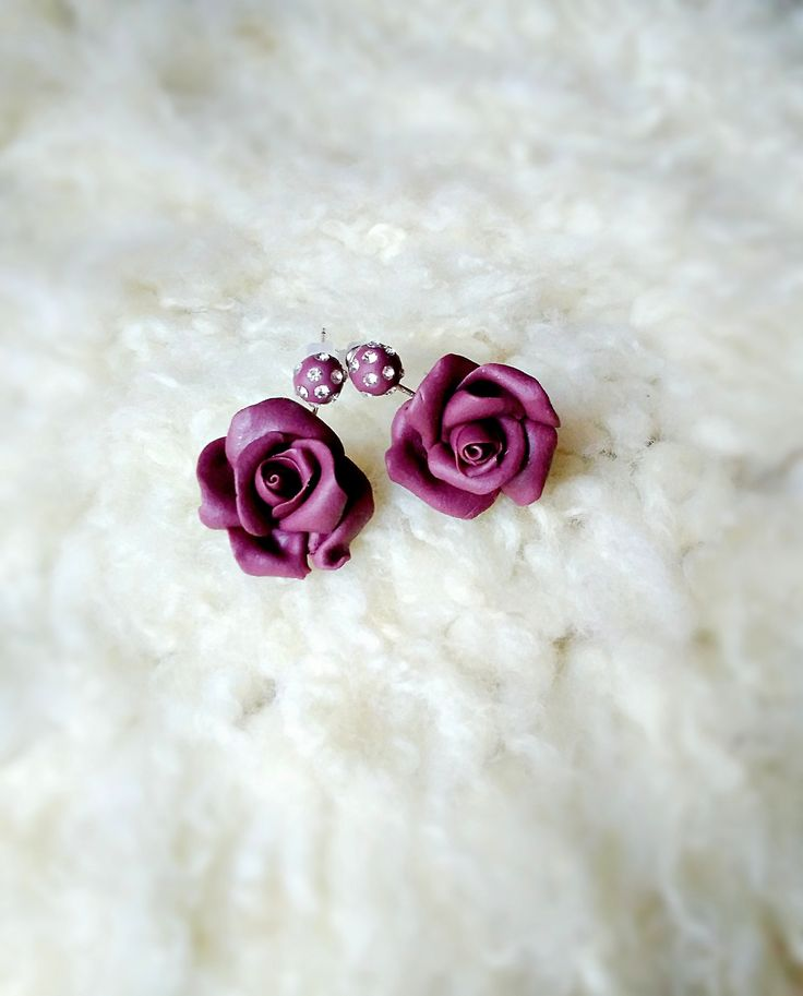 """Náušnice+růže+""""Liliana""""+Náušnice+z+polymerové+hmoty,+dvojité,+ve+tvaru+růžiček,+dozdobené+šatony.+Jemné+romantické!"""