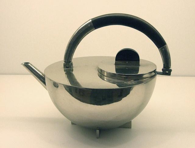 D1030 Bauhaus Teapot 1924 ©    Copyright © PS    Bauhaus teapot by Marianne Brandt 1924 - Nickel silver and ebony