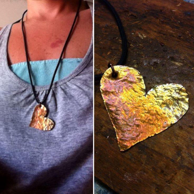 Ciondolo in rame battuto e infuocato/ hammered copper pendant
