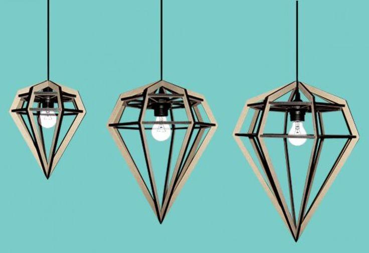 Raw är en fantastiskt vacker lampa som fungerar både som bordslampa och som taklampa. Tidigare tillverkades lampan Döden av designduon Ida och Stina för Tvåfota Design i Malmö, men har nu tagits över av Aveva Design och heter numera Raw.