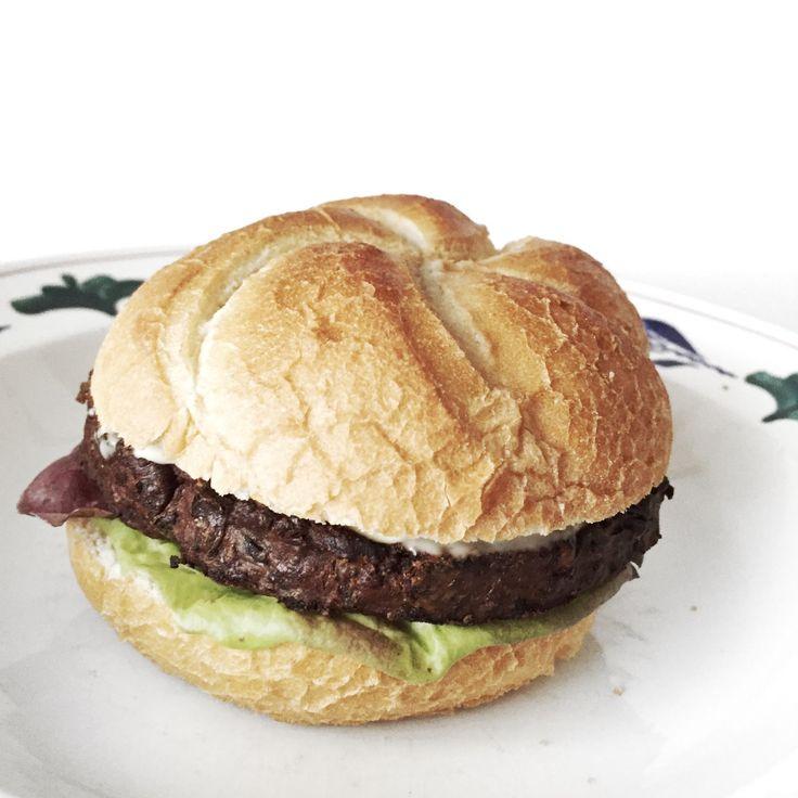 kaiserbroodje, kaiserbroodjes, vivera, groene bonen burger, vegan burger, vega burger, makkelijke burger, sla, moestuin, uit de moestuin, dani and mom, daniandmom, recept, recepten, vegan recept, vegan recepten, favoriete recepten, recipe, recipes, vegan,