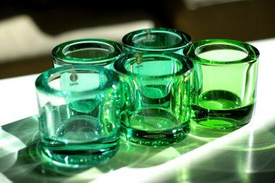 どの色でも分厚いガラスのリム(ふち)が殆ど黒色に見える濃い色系とは対照的に、ガラスの持つカラーがそのままリムに反映するクリアなライト系グリーンのKiviた...