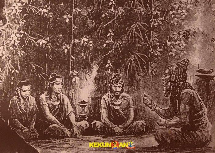 Rake Mapatih ring Janggala Kadiri Pu Mada (Rakryan Mahapatih Jenggala dan Kadiri, kedua wilayah utama Majapahit waktu itu) bersama-sama dengan Samgat Jamba, Samgat Pamotan, Empu Kandangan, dan Sang Arya Rajadhikara