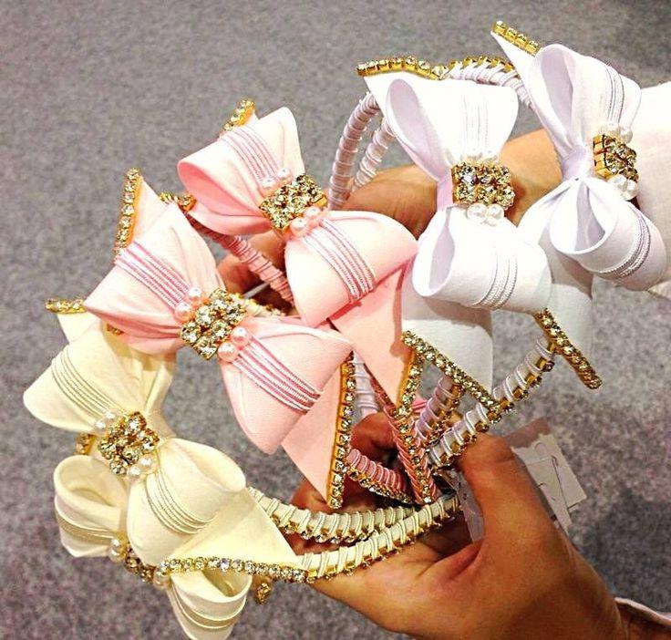 Tiara de luxo bordada para sua princesa. <br> <br>Informe modelo desejado no final do pedido. <br>Valor únitario. <br> <br>Aceitamos encomenda em outras cores, consulte!