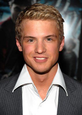 Freddie Stroma at event of Harry Potter and the Half-Blood Prince