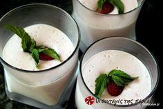 Δροσερή μους με φρέσκες φράουλες και γιαούρτι #sintagespareas #moussemefraoules #giaourti #fraoules