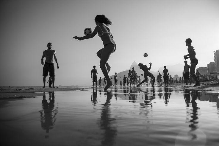 <span>Honorable Mention. </span><span>The game (Altinho) in Ipanema - Rio de Janeiro.</span>