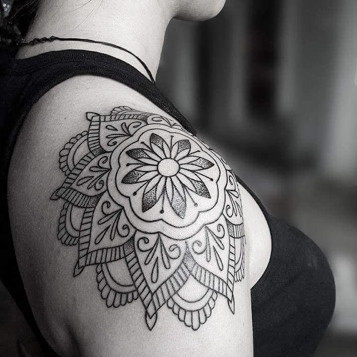 Schulter Mandala Tattoo von Melek Taştekin # Tätowierung # Tätowierungen # Mandalatattoo # Schulter Tätowierung # Mandala # Dovme # Tätowierer # Tätowierer