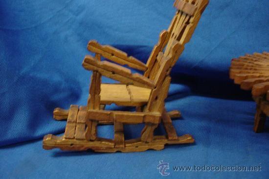 Mecedoras y mesa hechas con pinzas de madera trabajo - Cosas hechas con madera ...