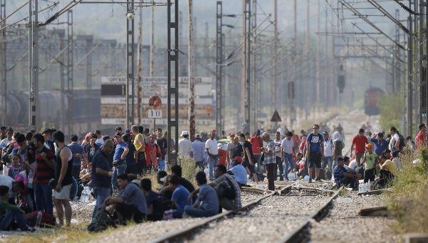 Responsabilizan a EE.UU. y la UE por crisis de refugiados   Este contenido ha sido publicado originalmente por teleSUR bajo la siguiente dirección:   http://www.telesurtv.net/news/Responsabilizan-a-EE.UU.-y-la-UE-por-crisis-de-refugiados-20150904-0015.html. Si piensa hacer uso del mismo, por favor, cite la fuente y coloque un enlace hacia la nota original de donde usted ha tomado este contenido. www.teleSURtv.net