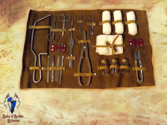 Beautiful Kit Larp by Castaneda, ideal for field medics or to complete your outfit by Castaneda. The kit consists of a series of tools, visible