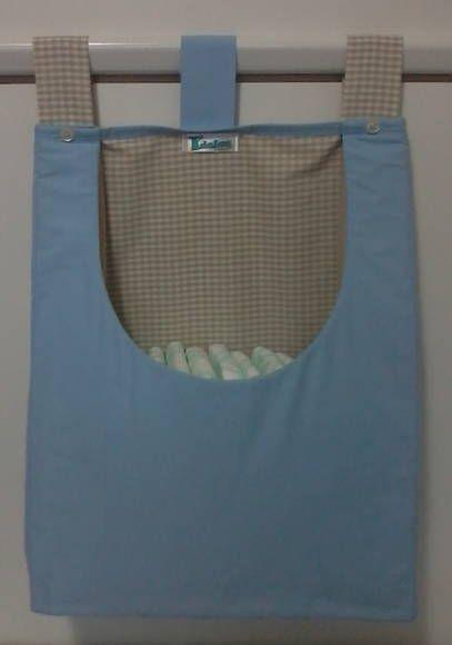 Porta fraldas confeccionado em tecido 100% algodão e forro em manta acrílica fina. As cores podem escolhidas e os detalhes personalizados.  Consulte disponibilidade. *Valor unitário. **Ideal para varão. ***Produto lavável. R$ 42,90