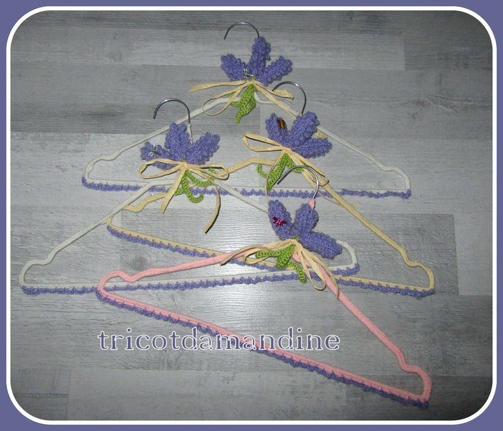 cintres customisés lavandes tuto  : http://tricotdamandine.over-blog.com/2017/01/quelques-cintres-pour-noel.html
